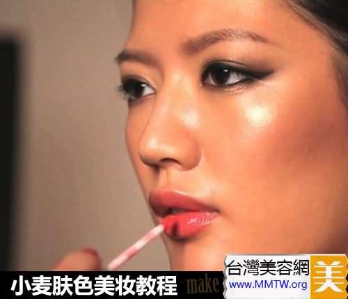 皮膚黑怎麼化妝? 小麥膚色基礎化妝教程