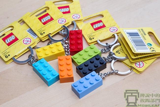 您也有家中鑰匙不知該如何收納的困擾嗎?LEGO 樂高鑰匙圈 DIY 打造美觀實用鑰匙收納架 - 傳說中的挨踢部門