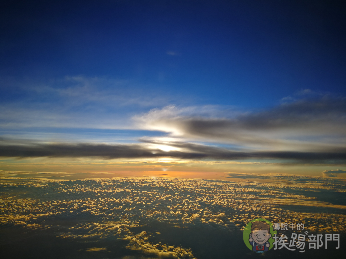 『手機攝影教學』一分鐘學會如何在飛機拍日出與夕陽 - 傳說中的挨踢部門