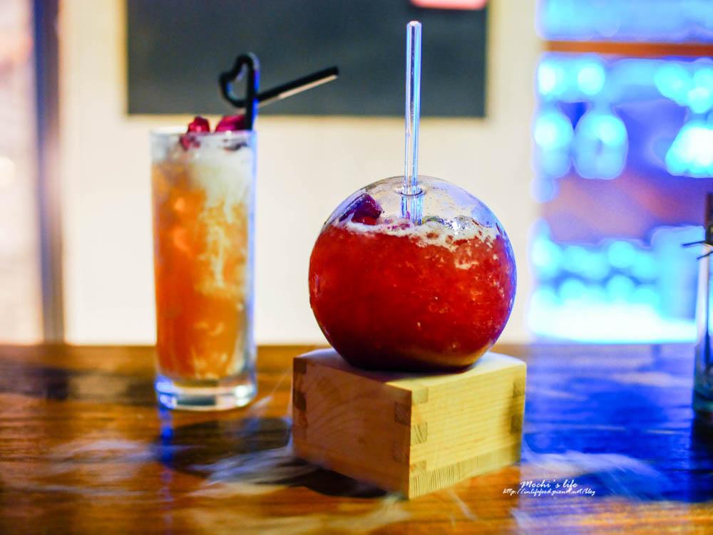 臺中酒吧推薦|舟舟酒吧Chu Chu Bar:貓咪霓虹燈。吉普賽風格 生意很好的臺中酒吧