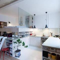 Redesigning A Kitchen Virtual 36平方米小户型大翻新装修设计让邻居赞叹不已 焦点频道 手机搜狐 比如 客厅和其他空间 只是用地板的边界来区隔 客厅用地板 厨房用瓷砖 它们之间没有墙壁 卧室和厨房 用透明的玻璃隔开 卧室底下是衣物的收纳空间 放了大量衣服