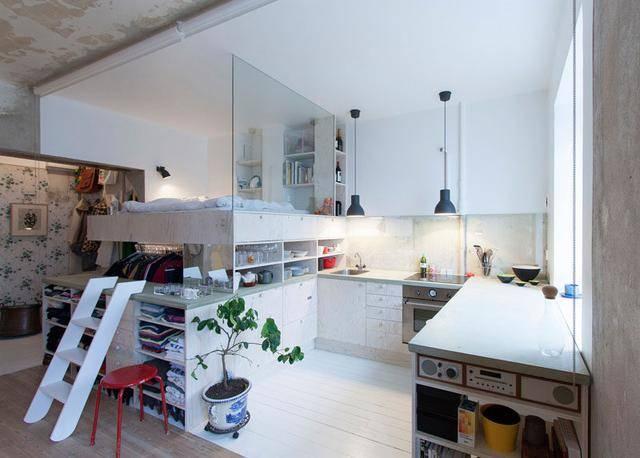 how to redesign a kitchen remodeling 36平方米小户型大翻新装修设计让邻居赞叹不已 焦点频道 手机搜狐 比如 客厅和其他空间 只是用地板的边界来区隔 客厅用地板 厨房用瓷砖 它们之间没有墙壁 卧室和厨房 用透明的玻璃隔开 卧室底下是衣物的收纳空间 放了大量衣服
