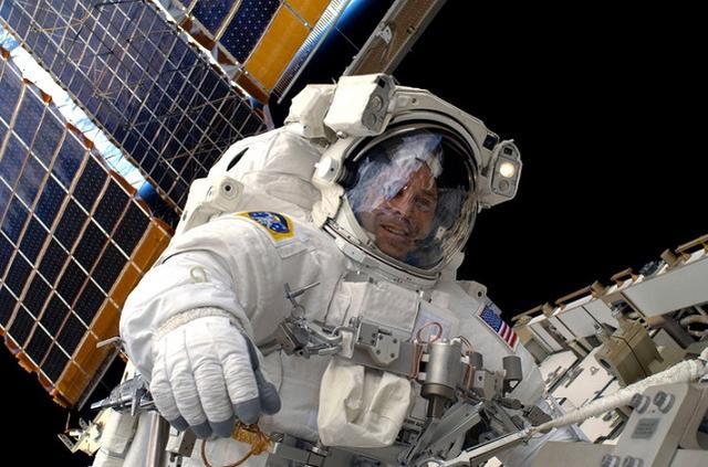 在NASA有15年資歷的太空人認為:外星人就在我們附