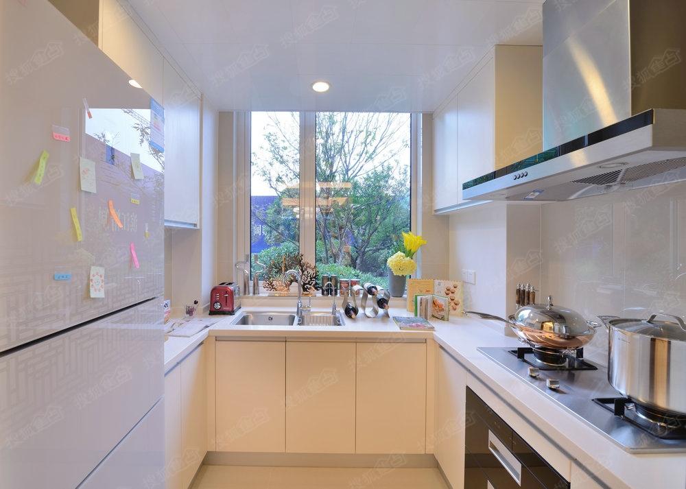 kitchen stove tops outdoor plans diy 厨房装修时常见的尺寸 为了取用方便 最常用的物品应该放在高度70厘米到185厘米之间 这段区域被称为舒适存储区 吊柜的最佳距地面高度为170至180厘米 为了在开启时使用方便 可将柜门改为