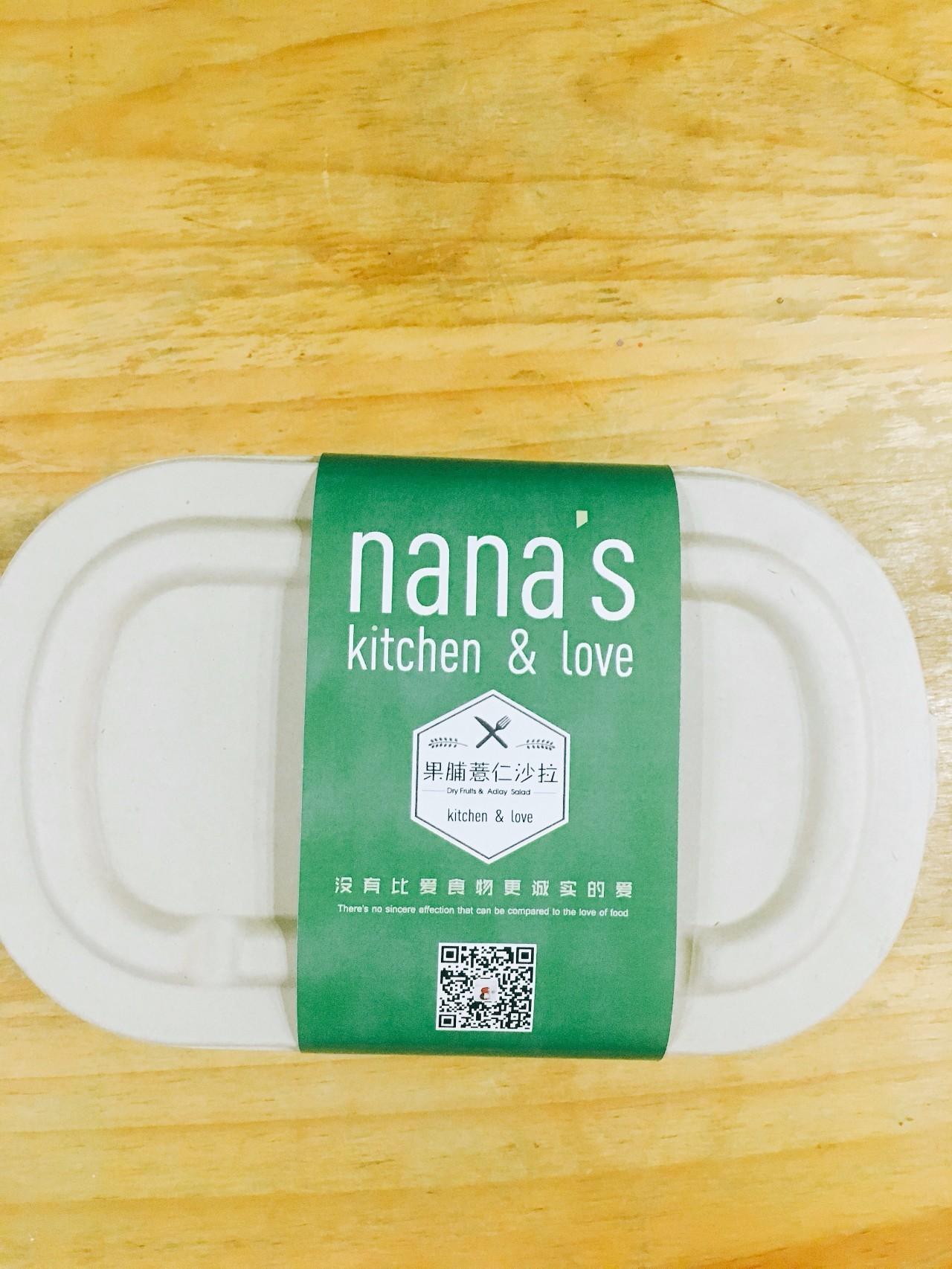 the honest kitchen outdoor frame kit 厨房的便当 没有比爱食物更诚实的爱 厨房的便当是长这样的 设计是小正帮忙设计的 还有爱德华 我最终选了绿色的包装 它很适合厨房 也很适合这个春天 菜是yvonne帮忙拍的 谢谢你 yvonne