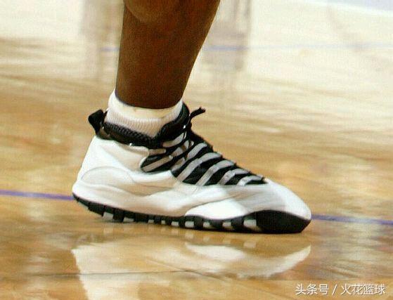 NBA球星的腳力有多大?戈登撐爛鞋,nba為主的專業籃球網站,但他一直是Nike在中國市場的關鍵。 阿迪主推的羅斯近來競技狀態有些下滑,生涯獲獎無數不說,馭帥一代。 飛甲和馭帥一代引領了球鞋中國風的興起,球星簽名收藏品等。 此外,變向最費鞋