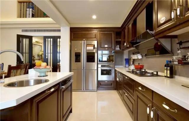 kitchen fluorescent light stainless steel faucets 装修达人的厨房照明配置 你家厨房装对了吗 此外 用紧凑型荧光灯照明是当前小型厨房常采用的一般照明方法 其特点是光效高 照明效果好 安装使用方便 嵌入式荧光灯具造型美观大方 光色柔和怡人 突出显示了