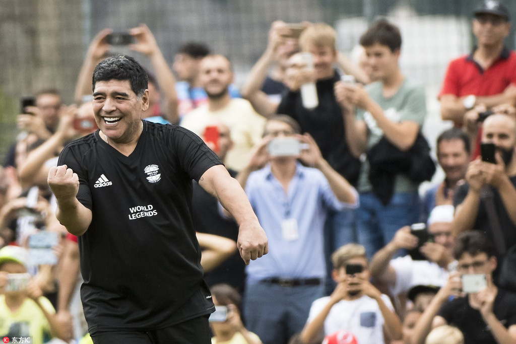 羅納爾多馬拉多納亮相傳奇足球賽 風采依舊