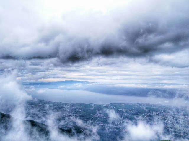 最美的不是下雨天,而是你去過的雨季的香格里拉。