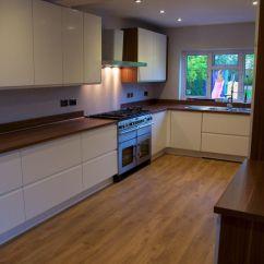 Flooring Kitchen Pull Out Shelves 厨房可以铺木地板吗如何在厨房使用木地板 地板厨房