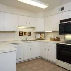 Grey Kitchen Backsplash Cabinets Buffalo Ny 看看这13个古老的厨房在接受化妆后看起来像什么 这个伊斯坦布尔公寓的小而黑暗空的角落变成了一个厨房 通过添加了浅灰色的橱柜 一个白色的后挡板和白色的墙壁让人觉得更加的欢迎