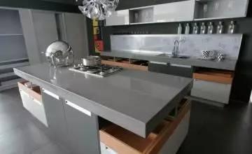 kitchen countertops quartz roll away island 厨房台面选石英石还是不锈钢 邻居选错了 整个厨房废了 厨房台面石英