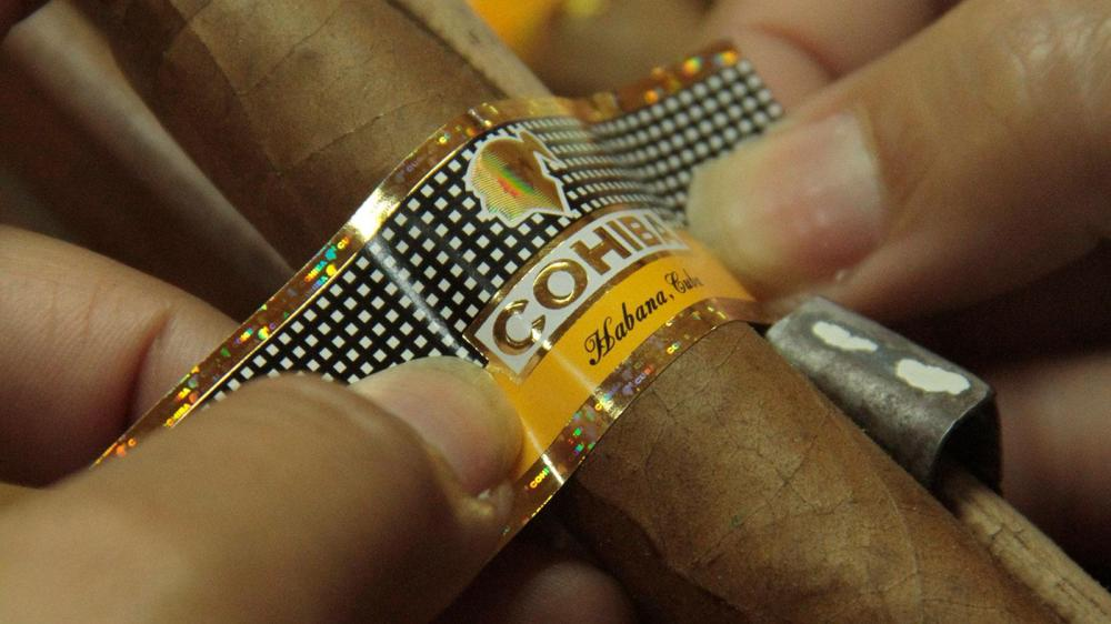 Close up of a Cohiba band.