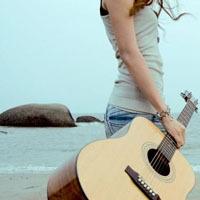 彈吉他的qq女生頭像