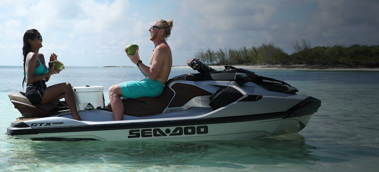hight resolution of  three seater jet ski 300 hp
