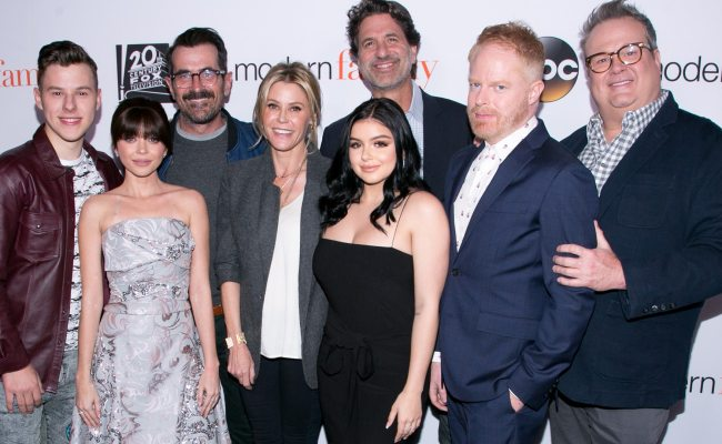 See The Modern Family Cast Then Now E Online - Servyoutube