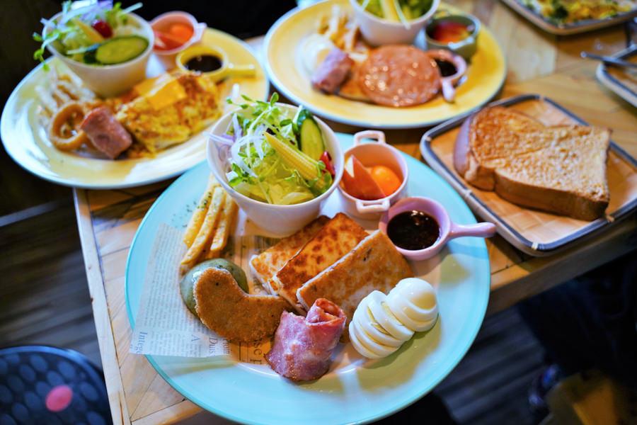 懷舊古早味的粿、特色早午餐拼盤,就在阿嬤的桂、蘿蔔糕、芋頭糕、草仔粿、芋頭巧