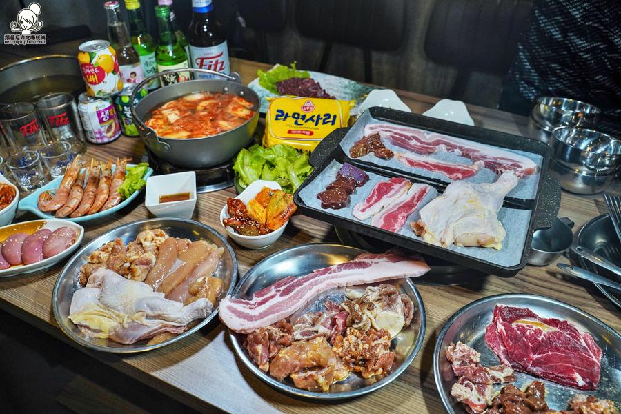 挑戰高雄最狂八道晟韓式火烤吃到飽,原塊肉韓式燒烤、獨門特製韓式泡菜、聚餐推薦吃肉肉