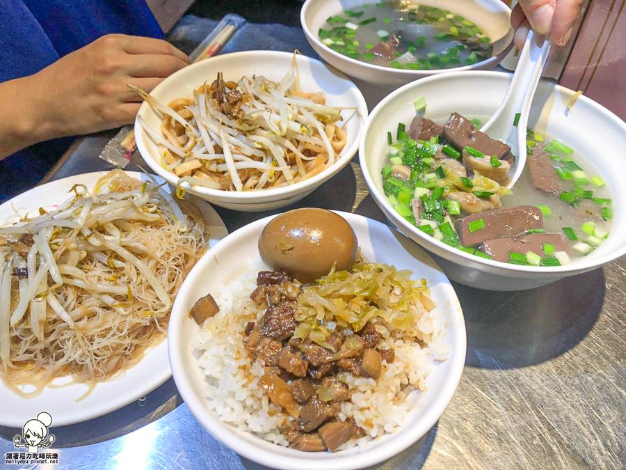 中正市場33年老字號 劉家豬血湯、米粉,溫暖鮮味湯頭