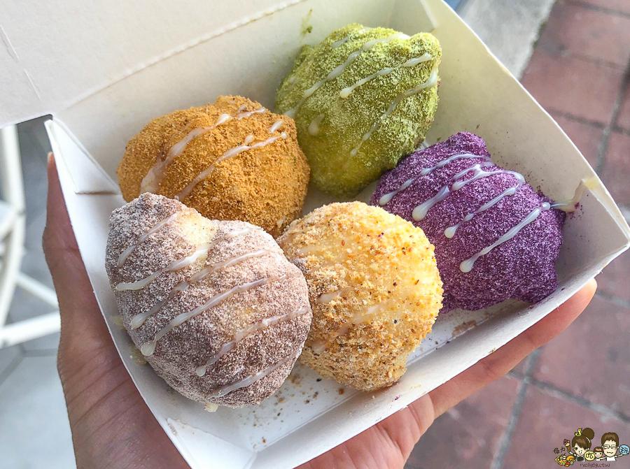 高雄 桃呷糯米炸 夢幻彩虹白糖粿,高達20種風味讓你搭 X 夢幻甜蜜滋味