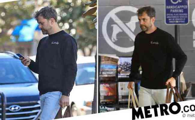 Joshua Jackson Shops For Groceries Day Before Wife Jodie