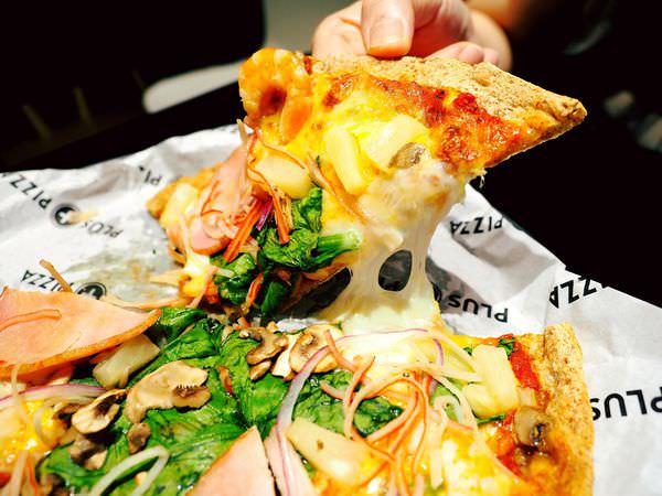 Plus Pizza||自己披薩自己配!不限種類隨你搭,來配個夏威夷海陸總匯吧!燕麥餅皮好吃又健康~梁靜茹開的義式薄皮披薩/台北信義區捷運國父紀念館站(附價目表)