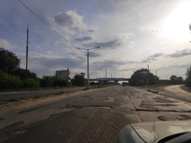 «Это позор Николаева»: горожане возмутились состоянием дороги на выезде из Николаева