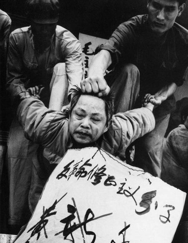 """Đảng Cộng sản tuyên truyền """"nhân định thắng thiên"""" và """"triết học đấu tranh"""", nó cố làm cho mọi người trở nên thờ ơ lãnh đạm với nỗi đau khổ của người khác bằng cách bao vây người ta trong giết chóc liên miên."""
