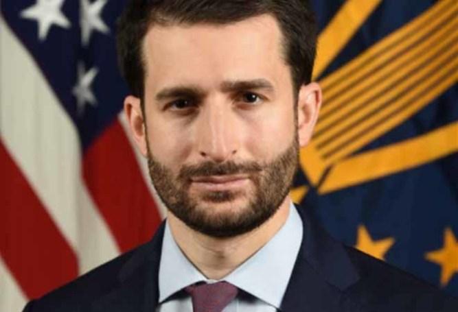 Ezra Cohen-Watnick chính là cánh tay đắc lực giúp tướng Flynn có được bằng chứng cho những hoạt động của thế lực ngầm tại nước ngoài.