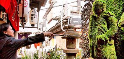【大阪】法善寺橫丁 灑水除煩惱的法善寺