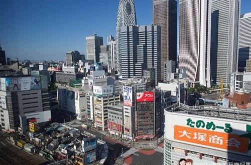 日本、東京住宿|新宿王子飯店 西武車站上、歌舞伎町旁、一分鐘到一蘭拉麵、三分鐘到uniqlo、Bic camera,一走出飯店就可以盡情購物享用美食!