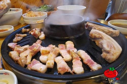 韓國、首爾|明洞鬧區內的巷弄飽足美食-「荒謬的生肉」烤肉吃到飽