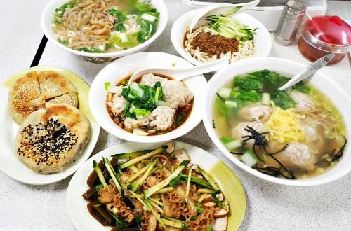 岳家小館|士東市場CP值爆表的麵攤.餛飩超大超好吃