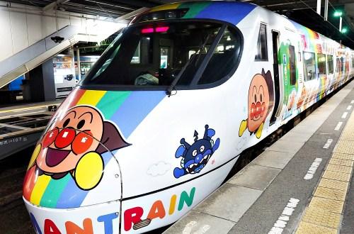 麵包超人列車|岡山到松山交通上的小確幸.岡山站也很多限定好買
