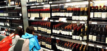 智利聖地牙哥機場 酒比水便宜.這裡是買紅酒的聖地阿!