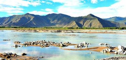 中國、西藏|當車子翻越了米拉山.也進入了聖地拉薩