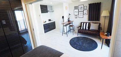 大阪住宿|川House花園町旅行主題公寓.提供廚房洗衣機的寬敞雙人房