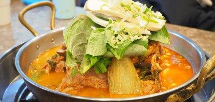 釜山|韓國馬鈴薯豬骨湯 벌덕감자탕 .你不能錯過的大口吃肉大口喝湯