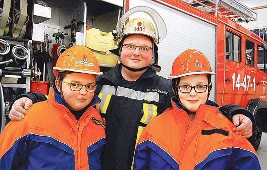 Serie Sande Familienbande in FeuerwehrKluft