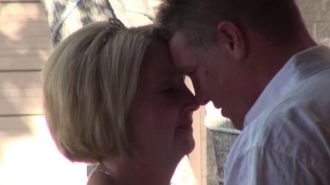 Gehbehinderter Brutigam bereitet seiner Braut eine