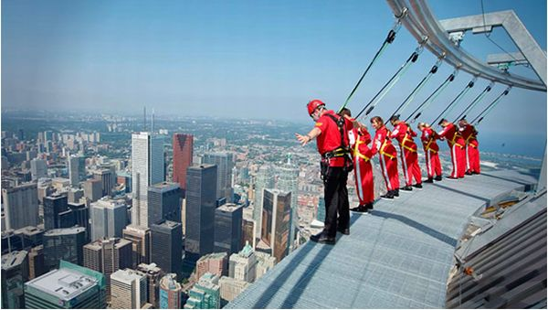 Edgewalk, Toronto, Kanada (Foto: designyoutrust)