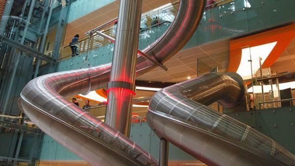 Tabung Luncur di Bandara Changi, Singapura (Foto: Smatertravel)