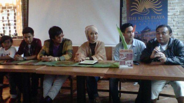 Jumpa pers di sela pengambilan video klip lagu Jaz di Kuta, Bali (Foto: Rohmat/Okezone)