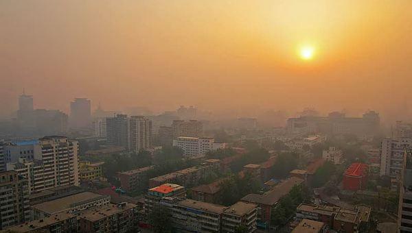 Matahari terbit di Beijing (Foto: pentaxforums)