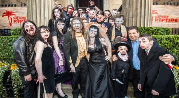 Pernikahan unik ala zombi (Foto: Mirror)