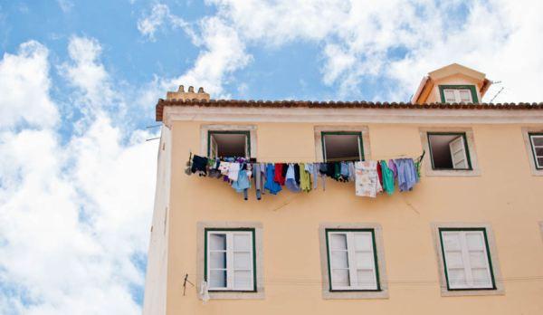 Jemuran pakaian yang dijepret Askayo di Kota Lisbon, Portugal (Foto: huffingtonpost)
