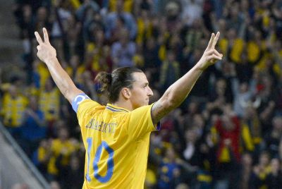 Zlatan Ibrahimovic merayakan gol. (Foto: Reuters)