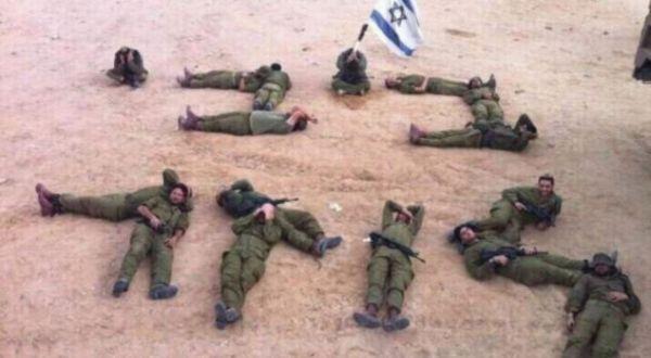 Foto : 16 Pasukan Israel membentuk tulisan Ibrani berbunyi,