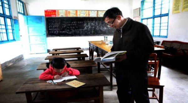 Siqi yang belajar sendirian (Foto: Mirror)