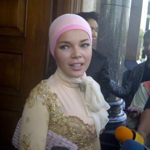 Kerampokan, Dewi Sandra Bersyukur Masih Hidup